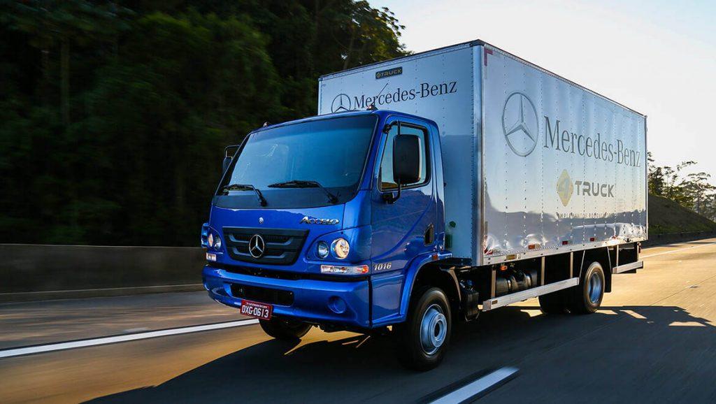 Caminhão da linha Accelo da Mercedes-Benz