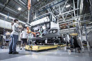 linha de produção da Mercedes-Benz em São Bernardo do Campo (SC)