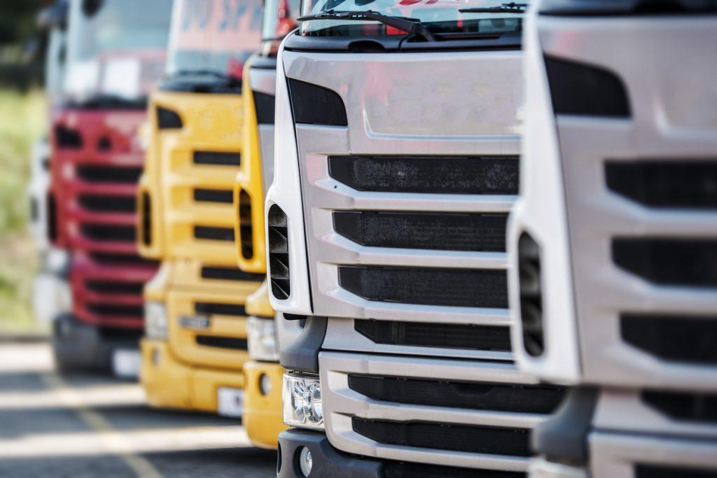 Caminhões seminovos