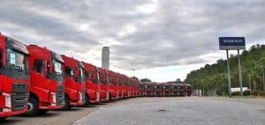 Vendas de caminhões retraíram 40% em abril