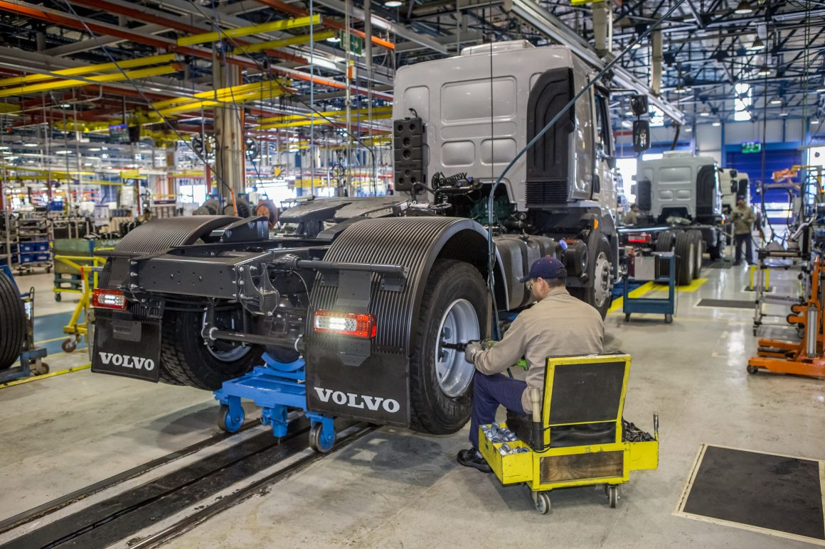 Mercado de caminhões deve encerrar 2020 com 65 mil caminhões, prevê a Anfavea