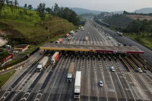 Movimento de caminhões em rodovais pedagiadas cresce 5,3% em julho