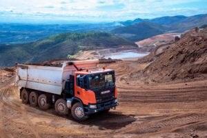 Scania lança caminhão 10x4 para operações pesadas