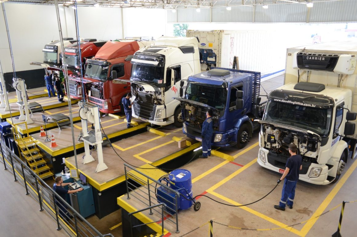 Volvo registra parada para trocas de óleo e filtros em tempo recorde em suas oficinas