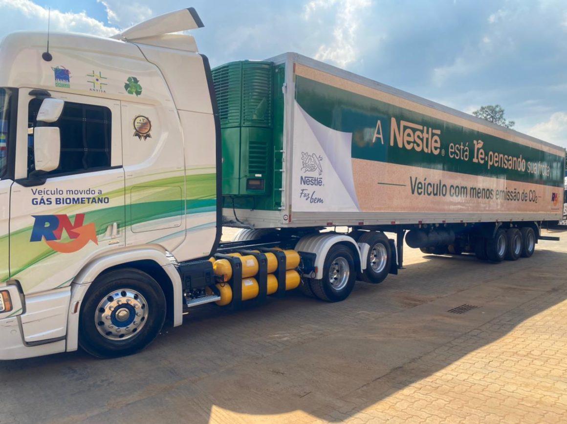 caminhões a gás e elétricos