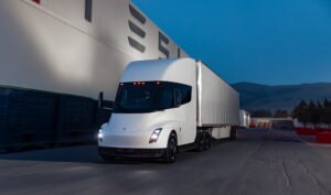 Tesla Semi deve começar a ser produzido ainda este ano