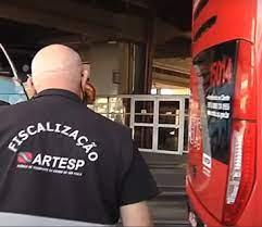 Blitz da Artesp autua 84 veículos em mais de 200 fiscalizados